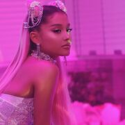 Ariana Grande - 7 Rings - Behind the scenes (20)