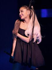 Ariana Grande 2018 Billboard Music Awards MMkaQbH3Bfal