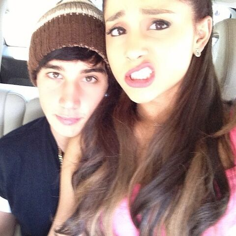 File:Ariana-grande-jai-brooks-2.jpg