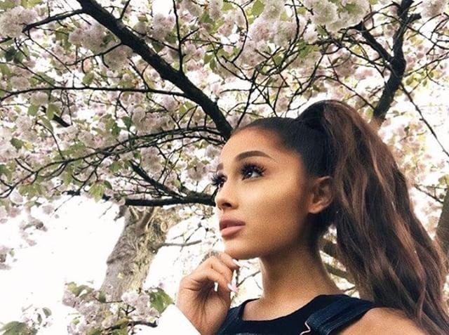 Ariana grande jones crow dating simulator