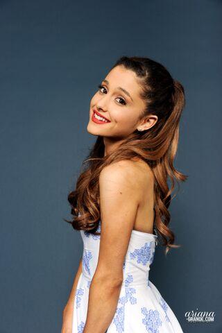 File:Ariana-Grande moo.jpg