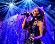 Ariana-grande-on-stage-honda-focus