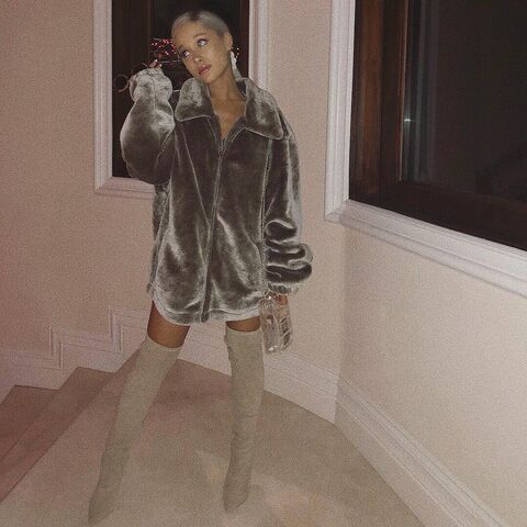 File:Ariana Grande Instagram 12-12-17.jpg