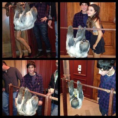 File:Ariana-grande-jai-brooks-16.jpg