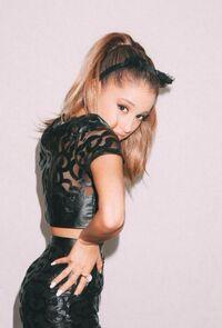 Ariana Grande kitty 2014 - Jones Crow (4)