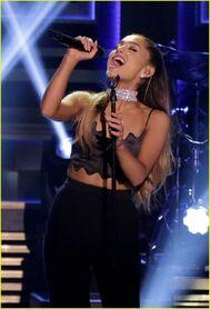 Ariana-grande-lip-sync-conversations-fallon-05
