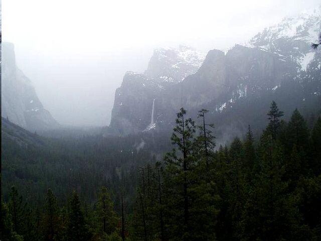File:Arilya - Winlin Misty Valley.jpg
