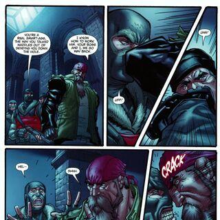 Lester nocauteando os homens do Pinguim para fugir de Arkham City.