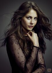 36994 willa-holland-thea-queen-arrow
