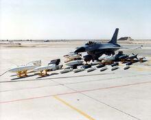 F-16 mit voller Bestückung