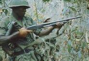US Soldat in Vietnam mit M37