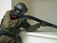 Polizist mit Benelli M3