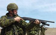 Kanadische Soldaten mit Benelli M3