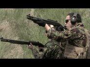 Soldat mit Benelli M3 und Benelli M4