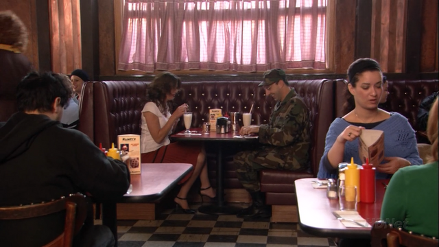 File:2x08 Queen for a Day (50).png