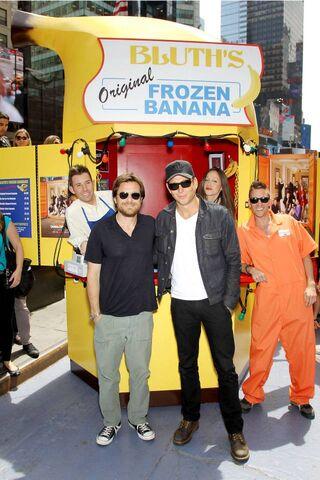 File:2013 Banana Stand Tour - Jason Bateman and Will Arnett 01.jpg