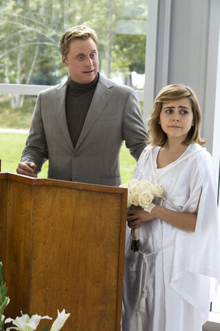 File:4x07 - Terry and Ann Veal 01.jpg