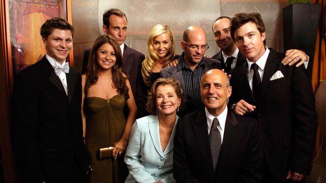 File:2004 Primetime Emmy Awards - Arrested Development Group 01.jpg