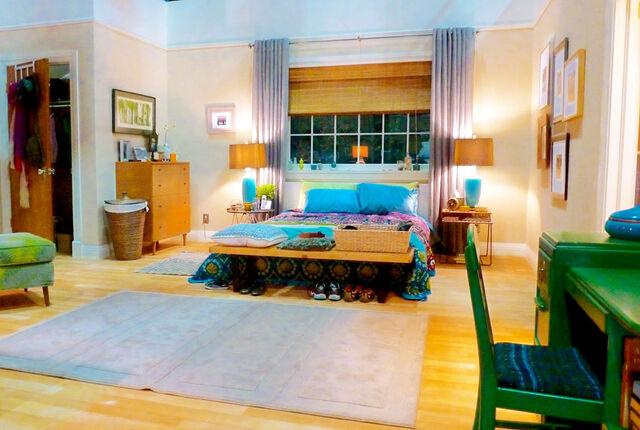 File:2013 Home Beautiful - Rebel Alley's Bedroom 01.jpg