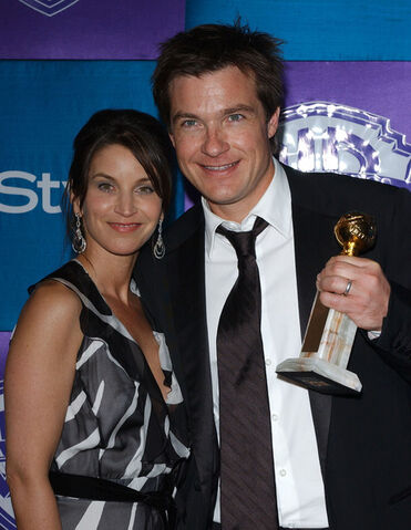 File:2005 Golden Globes - Jason and Amanda 01.jpg