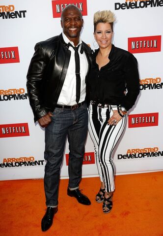File:2013 Netflix S4 Premiere - Terry and Rebecca 03.jpg