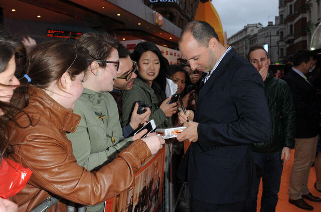 File:2013 Netflix Premiere London - Tony with Fans 02.jpg