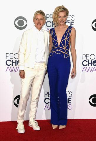 File:2015 PCAs - Ellen and Portia 01.jpg