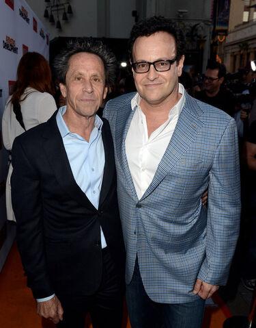 File:2013 Netflix S4 Premiere - Brian and Mitch 1.jpg