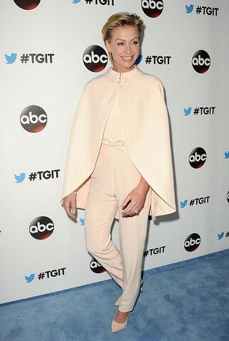 File:2014 LA TGIT Premiere Event - Portia de Rossi 02.jpg