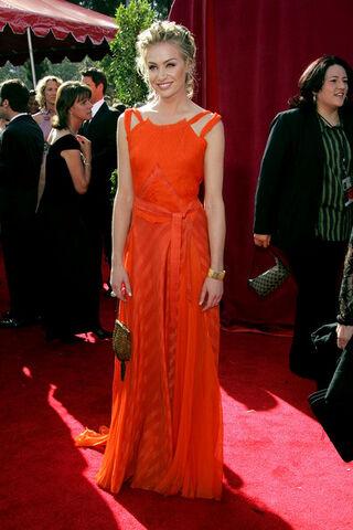 File:2005 Primetime Emmy Awards - Portia de Rossi 01.jpg