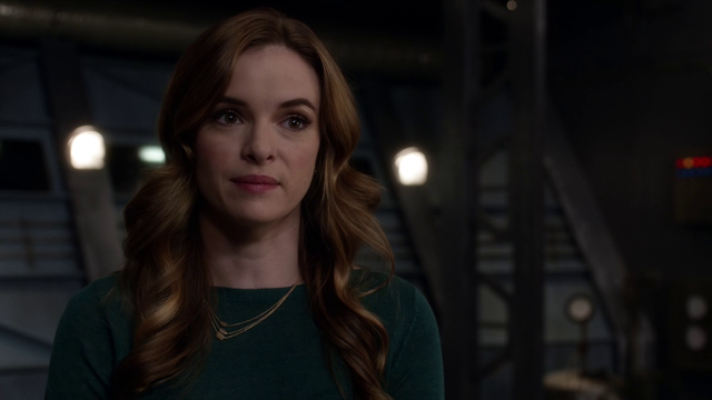 File:250px-Caitlin Snow-1-.png