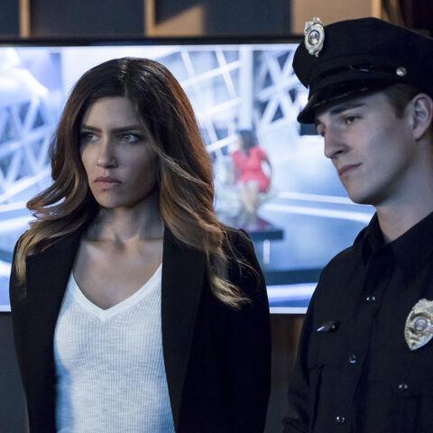 Dinah et l'officier Anastas.
