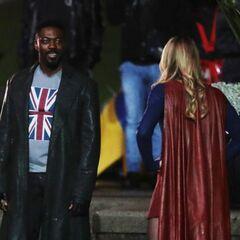 Black Manchester et Supergirl