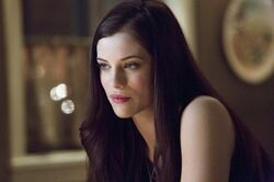 Arrow-1-07-helena-bertinelli-warns-oliver-of-her-father