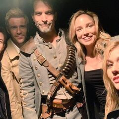 Barry, Constantine, Sara, Jonah Hex et Mia Smoak