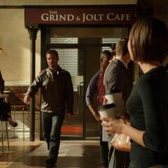 <i>The Grint & Jolt Cafe</i> dans <b>Arrow</b>