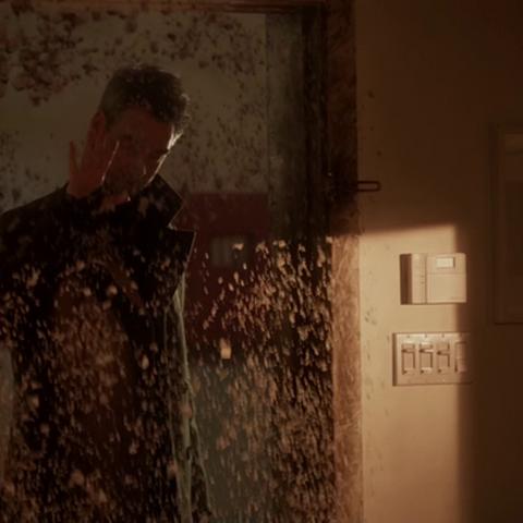 Yorkin désintègre la porte d'Iris.