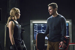 2.awol-arrow-episode-stills-laurel