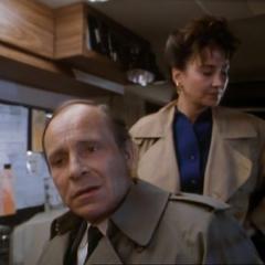 Les agents du FBI M. Quinn et Mme Edwards
