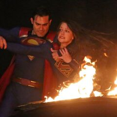 Un combat Superman vs Supergirl