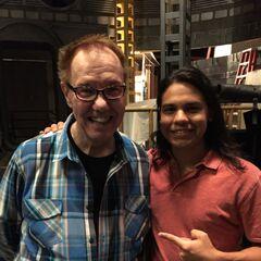Gerry Conway (créateur de Vibe) et Carlos Valdes (qui incarne le personnage).