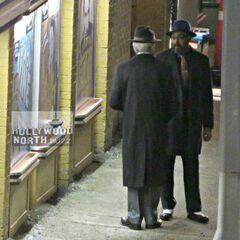 Joe West et Martin Stein dans l'épisode musical