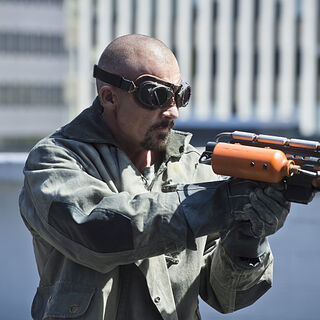 avec son pistolet de feu