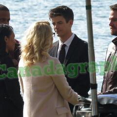 Les couples Iris/Barry et Felicity/Oliver avec Diggle. Une cérémonie privé?