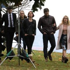 Barry, Kara, Alex Oliver et Felicity