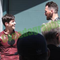 Flash qui se bat contre un homme (qui porte normalement un masque noir) possible que l'acteur soit <a href=