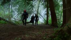 Harkness et Slade accompagnant Oliver