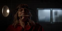 Alice es torturada en Arkham