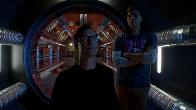 File:Eobard and Cisco build the Pipeline prison.png