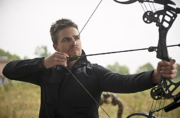 Flash-arrow-crossover-oliver-queen-bow-arrow